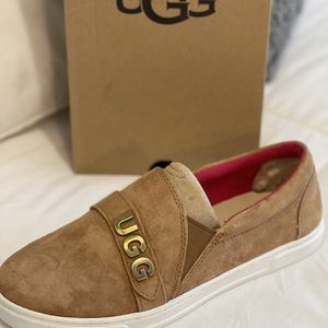 New Authentic Women's UGG Size 8 for Sale in Long Beach, CA