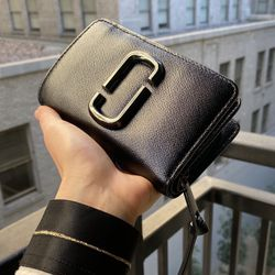 Marc Jacobs Snapshot DTM Black Leather Wallet for Sale in Los Angeles,  CA