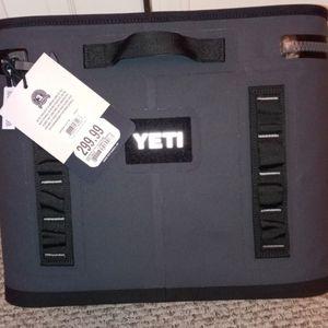 Yeti Hopper Flip 18 Cooler for Sale in Frankfort, KY