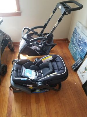 Graco car seat, and stroller. Brand new!! for Sale in Cleveland, OH
