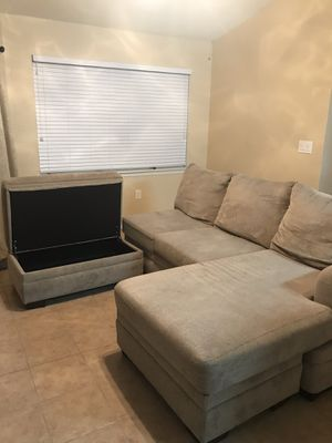 L shape couch for Sale in Lehigh Acres, FL