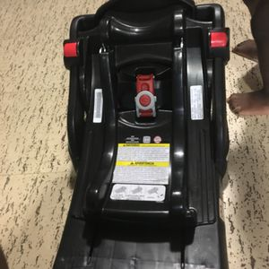 Graco snug ride click connect car seat base for Sale in Rosedale, MD