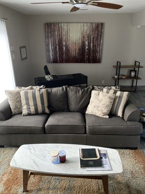 Gray couch for Sale in Austin, TX