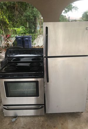 Nice stove and refrigerator for Sale in Tampa, FL