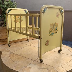 """Vintage Yellow Metal """"Doll-E-Crib"""" by Amsco Adjustable Side Rail Doll Bed 1950s for Sale in Surprise, AZ"""