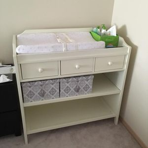 Pottery Barn Changing table for Sale in Arlington, WA