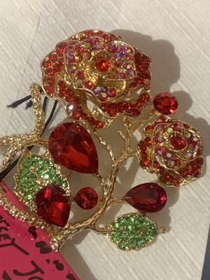 Swarovski red crystal rose 🌹 pendant brooch 2in1 free chain for Sale in Downers Grove, IL