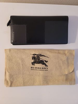 New Leather Burberry men's long wallet never used with inserts still intact for Sale in TEMPLE TERR, FL