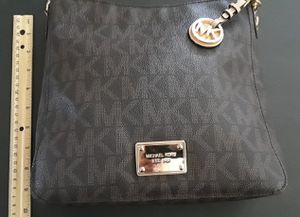 Michael kors shoulder bag mk messenger bag for Sale in Anaheim, CA