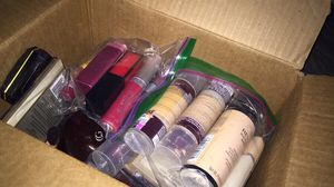 Box full of make up for Sale in Tacoma, WA