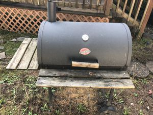 Bbq Grill - TLC NEEDED - FREE for Sale in Puyallup, WA