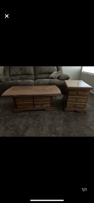 Coffee table with 1 end table for Sale in Rialto, CA