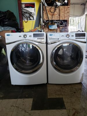 Whirlpool duet washer and dryer hablo español for Sale in Hayward, CA