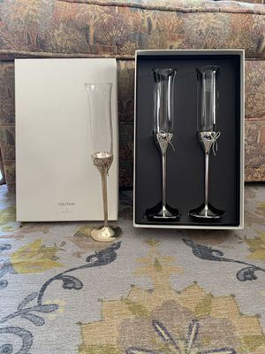 Vera Wang - Bow Champagne Flutes for Sale in Culver City, CA