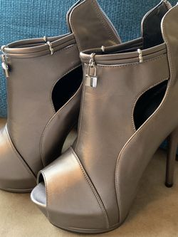 SEXY HEELS - SIZE 7 - BRAND NEW for Sale in Winter Park,  FL