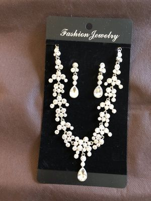 Silver Necklace and Earring Set for Sale in MONTGOMRY VLG, MD