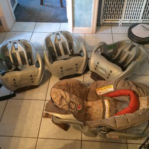 Infant car seat and 3 bases for Sale in Orlando, FL