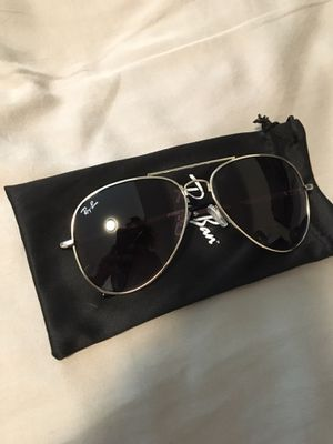 New Ray Ban Aviator sunglasses with Sliver Frame and Black for Sale in San Francisco, CA