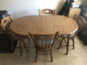 Kitchen Table with 4 chairs & cushion for Sale in Concord, CA
