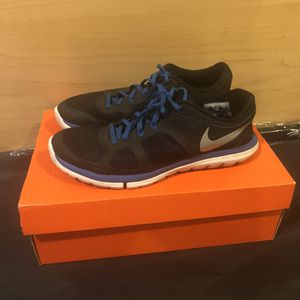 Nike running shoes size 8 black for Sale in Westfield, NJ