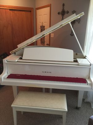 Yamaha white baby grand piano for Sale in Bridgeport, WV