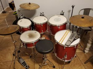Drum set Ludwig 6 piece with Cymbals for Sale in Glendale, AZ