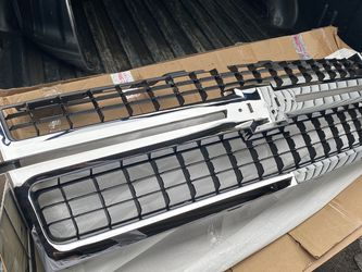 2007-2010 Silverado 2500 HD Grill for Sale in Des Plaines,  IL