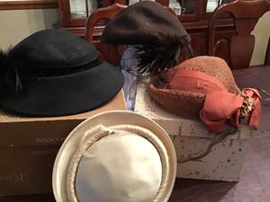 Vintage Ladies Hats with Two original boxes for Sale in Brecksville, OH