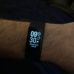 Charge 4 Fitbit with multiple bands for Sale in Raleigh, NC