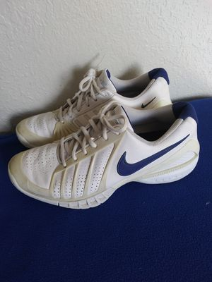 Nikes training woman shoes . zise 9 .5 for Sale in Tacoma, WA