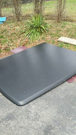 Truck bed cover 8ft for Sale in Williamsport,  PA
