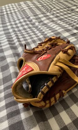 Rawlings baseball glove for Sale in Holly Springs,  NC