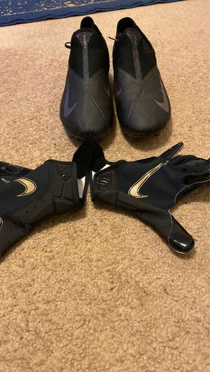Nike Football Cleats and Gloves for Sale in Tacoma, WA