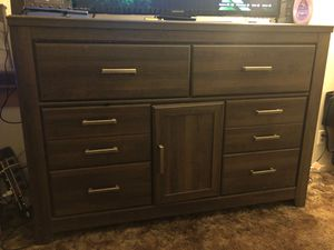 Dresser w/Mirror & night stand for Sale in Long Beach, CA