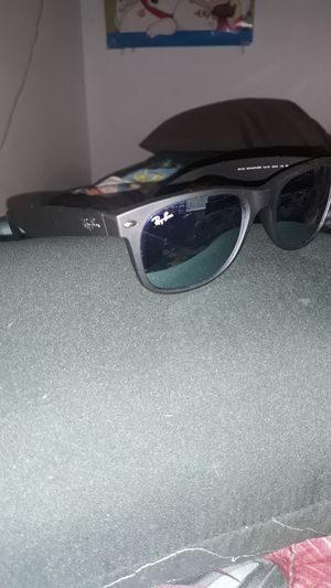 Ray ban RB2132 wayfarer sunglasses, mirrored and brand new for Sale in Phoenix, AZ