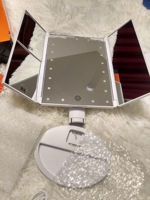 Trifold lighted makeup mirror. New in box. Meet at 7-Eleven 2361 E. Alameda St., Norman, OK 73071. Available if posted. NO TRADES!! Cash only. for Sale in Norman, OK