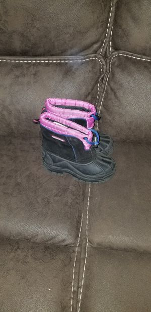 Little girls snow boots size 9 for Sale in Fresno, CA