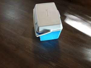 Rubbermaid Cooler for Sale in Lilburn, GA