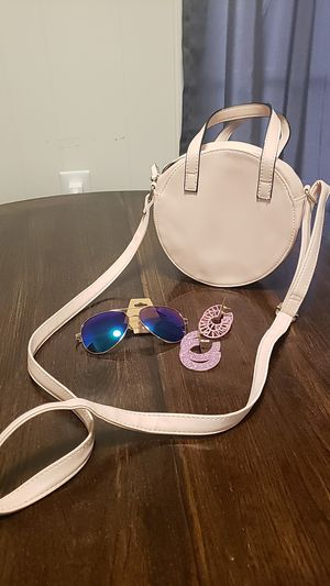 Pink purse with accessories for Sale in Columbia, SC