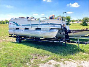 Boat Pontoon sun tracker for Sale in Little Elm, TX