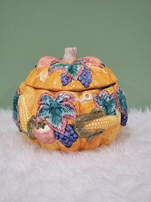 Vintage ceramic serving pot with lid for Sale in Basking Ridge, NJ