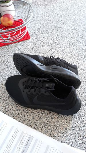 Sneaker new for Sale in Dearing, KS