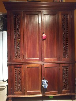 SOLID MAHOGANY HAND CARVED ANTIQUE ARMOIRE WARDROBE for Sale in Doral, FL