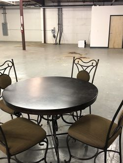 Round Dining Table With 4 Chairs for Sale in Oregon City,  OR