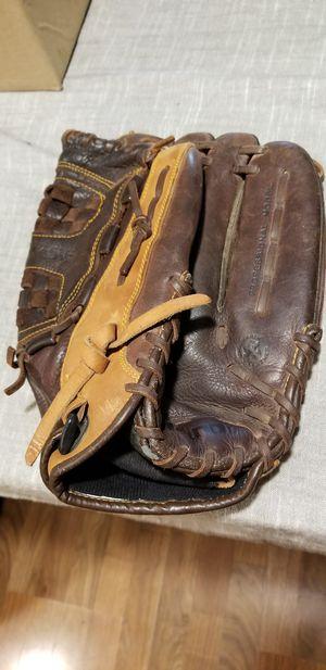 """14"""" Mizuno baseball softball glove broken in for Sale in Bellflower, CA"""