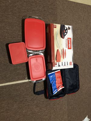 Pyrex Portable 8 pc set for Sale in Webster, MA