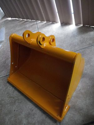 "Bucket for mini Excavator Hydraulic size 20"" more size can be sent if requested for Sale in Orlando, FL"