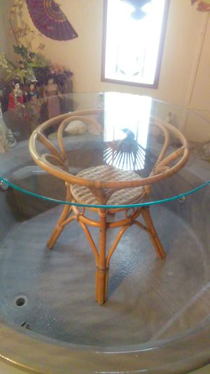 Very nice small glass kitchen table for Sale in Tampa, FL