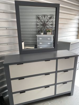 Elegant white gray color drawers dresser frame mirror for Sale in Lake Elsinore, CA