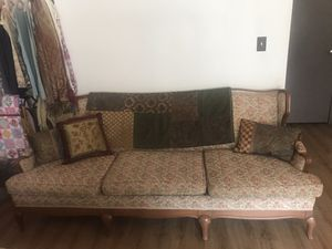 Free Beautiful Antique Couch for Sale in Kansas City, MO